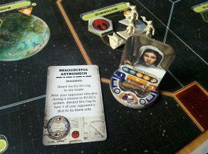 Special Agent Leia mit ihrer treuen R2 Einheit.